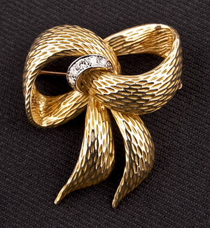 14K yellow gold bow brooch