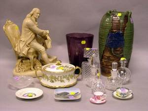 Sixteen Assorted Decorative Glass and Ceramic Table Items
