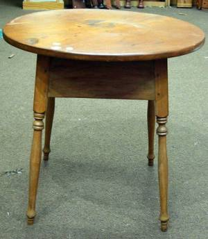 Roundtop Pine and Maple Tavern Table with Splayed Legs