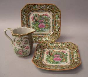 Chinese Export Porcelain Rose Canton Pitcher and a Pair of Square Plates