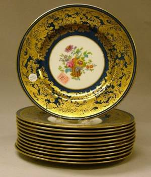 Set of Twelve Wedgwood Gilt and Lapis Decorated Porcelain Dinner Plates