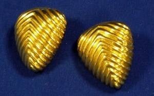 Pair of Triangular 18kt Yellow Gold Earclips