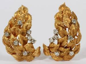 18KT YELLOW GOLD  DIAMONDS EARRINGS PAIR
