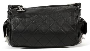 CHANEL BLACK QUILTED LEATHER SHOULDER BAG