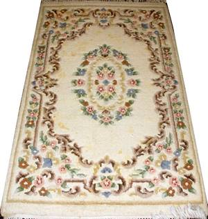 AUBUSSON STYLE HAND WOVEN WOOL RUG FLORAL MOTIF