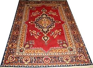 MACHINE MADE ORIENTAL STYLE WOOL RUG