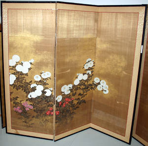 3204 CHINESE HAND PAINTED THREE PANELED SCREEN