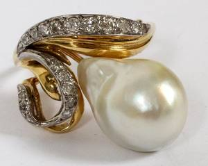 14KT YELLOW GOLD  DIAMOND  PEARL RING