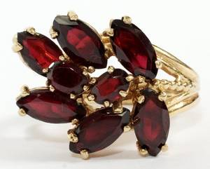 14KT YELLOW GOLD AND GARNET CLUSTER RING SIZE 7 34