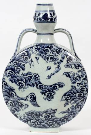 CHINESE BLUE AND WHITE FLASK SHAPED PORCELAIN VASE