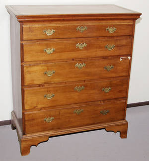 1072 AMERICAN MAPLE  PINE CHEST OF FIVE DRAWERS 18TH
