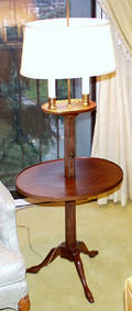 011130 FRENCH WALNUT TABLE  FLOOR LAMP H 56