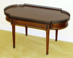 011174 LOUIS XVI STYLE WALNUT COFFEE TABLE H 18 W 18