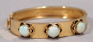 1222 14KT YELLOW GOLD AND OPAL HINGED BANGLE BRACELET