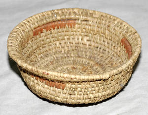 011372 NATIVE AMERICAN INDIAN WOVEN MINIATURE BOWL 19