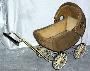 020455 WICKER BABY CARRIAGE C1920 H 32 L 44