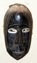 113287 OVAL CARVED WOOD AFRICAN MASK 10 X 5