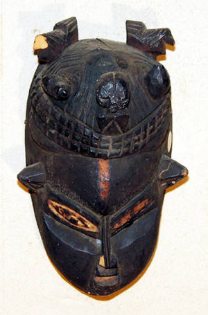113257 CARVED WOOD AFRICAN FACE MASK CIRCA 1900 H 13