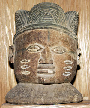 113296 AFRICAN CARVED WOOD HEAD SCULPTURE H 11 DIA