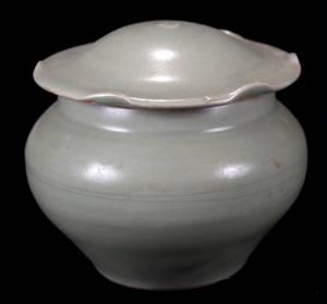 113018 CHINESE LUNGCHUAN CELADON WARE JAR WITH LOTUS