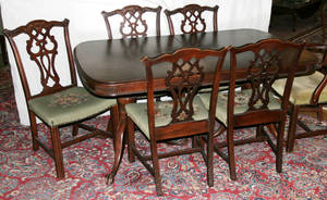 071073 CHIPPENDALE STYLE MAHOGANY DINING SET