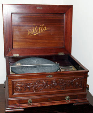 052099 STELLA SWISS MADE WALNUT MUSIC BOX W 32 DISCS
