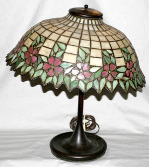 060182 LEADED ART GLASS TABLE LAMP