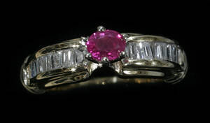 051275 GOLD BURMESE RUBY  DIAMOND RING