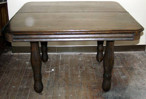 050219 AMERICAN ANTIQUE OAK DINING ROOM TABLE