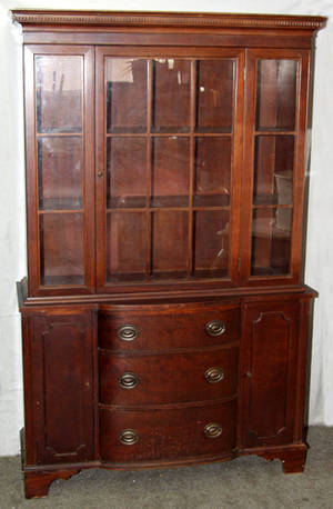 050200 FEDERAL STYLE MAHOGANY CHINA CABINET