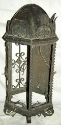 040504 VICTORIAN STYLE WROUGHT IRON  METAL PORCH LAMP