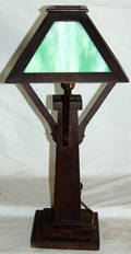 030435 ARTS AND CRAFTS WOOD  SLAG GLASS TABLE LAMP