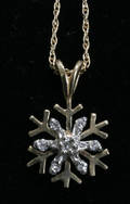 051571 GOLD CHAIN NECKLACE W SNOWFLAKE PENDANT
