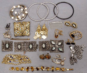 050550 JEWELRY GROUPING 10 PIECES