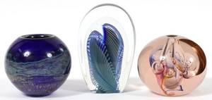 AMERICAN 20TH C ART GLASS VASES  PAPERWEIGHT 3