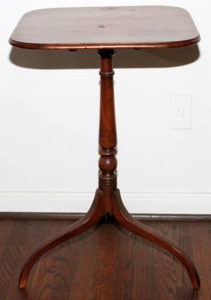 AMERICAN MAHOGANY TILTTOP TABLE C 1800