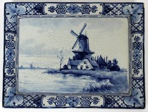 HAND PAINTED SMALL DELFT POTTERY PLAQUE