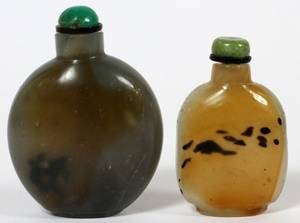 CHINESE AGATE SNUFF BOTTLES 19TH C TWO