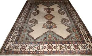 INDIAN HAND WOVEN WOOL RUG