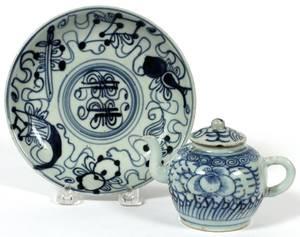 CHINESE BLUE  WHITE PORCELAIN PLATE  TEAPOT TWO