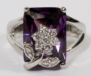 18KT WHITE GOLD AND AMETHYST  DIAMOND RING