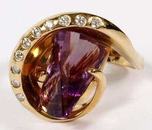 AMETHYST AND DIAMOND RING 14KT YELLOW GOLD