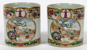 CHINESE EXPORT PORCELAIN CUPS 18TH C PAIR
