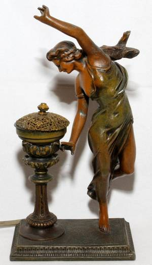 FRENCH ART NOUVEAU PATINATED SPELTER LAMP
