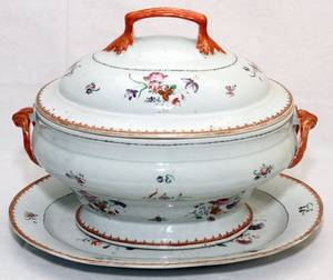 CHINESE EXPORT PORCELAIN TUREEN  UNDER PLATE