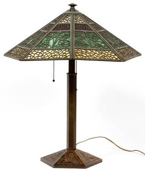 BRADLEY  HUBBARD SLAG GLASS TABLE LAMP