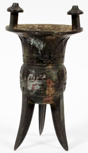 CHINESE ARCHAIC BRONZE TRIPOD RITUAL WINE VESSEL