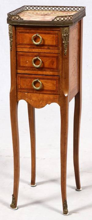 FRENCH WALNUT THREEDRAWER COMMODE C 1875