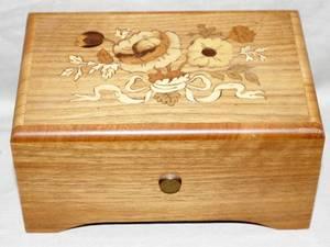 091526 THORENS SWISS INLAID WOOD MINIATURE MUSIC BOX