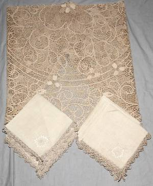 021515 LACE TABLECLOTH  12 LINEN  LACE NAPKINS
